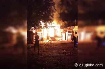 Galpão de fazenda pega fogo em Taquarituba - G1