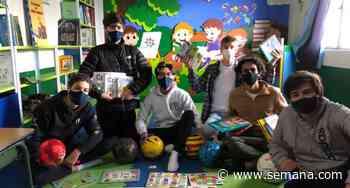 Los estudiantes del Colegio Nueva Granada que ayudan a llenar las bibliotecas de los colegios públicos - Semana