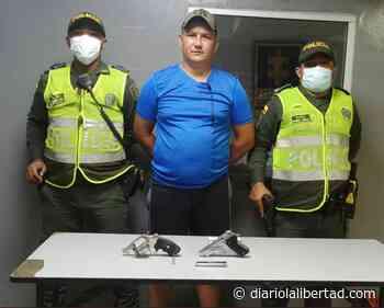 Capturado con dos armas de fuego en el barrio Villa del Carmen - Diario La Libertad