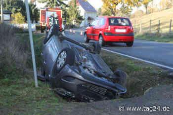 Dresden: Unfall in Klipphausen - Fahrer überschlägt sich mit Hyundai und landet auf dem Dach! - TAG24