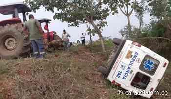Una ambulancia se accidentó con dos pacientes en Nechí, Antioquia - Caracol Radio