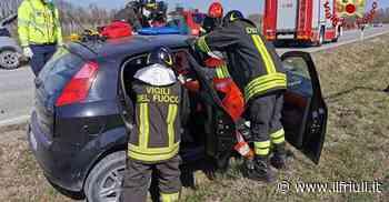 Scontro tra due auto a Cordenons, conducente intrappolato - Il Friuli