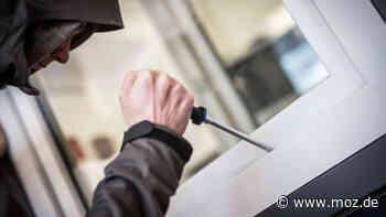 Polizei: Frau in Ahrensfelde ertappt mutmaßlichen Einbrecher am Fenster - moz.de