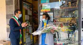 Domodossola, festa per Silvana Pironi: da mezzo secolo è la tabaccaia di piazza Mercato - La Stampa