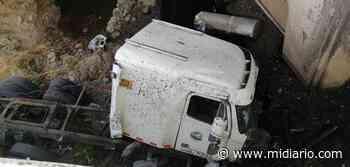 Camión cae puente abajo en Chame. Conductor aparentemente se durmió en el volante - Mi Diario Panamá