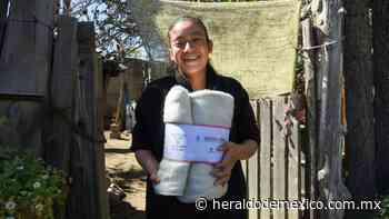 Convierten residuos de botellas de PET en cobijas para familias de Amecameca - Heraldo de México
