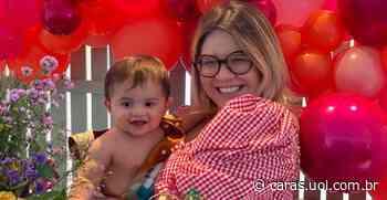 Marilia Mendonça surge tomando banho ao lado do filho, Leo e se declara: Te amo tanto - CARAS Brasil