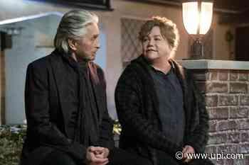 'The Kominsky Method': Michael Douglas, Kathleen Turner reunite in Season 3 photos - UPI News