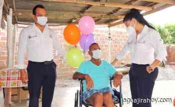 Administración de Hatonuevo, sigue entregando sillas de ruedas - La Guajira Hoy.com
