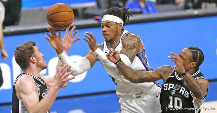 Kings winning streak ends with loss to Spurs
