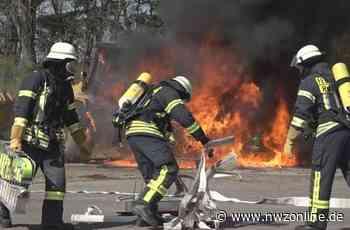Einsatz: Radlader steht in Flammen - Nordwest-Zeitung