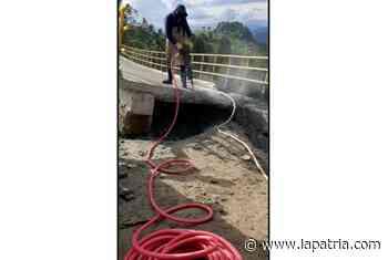 Empieza demolición del puente de Partidas (Aranzazu) - La Patria.com