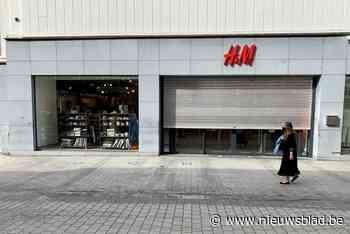 Klanten met afspraak staan voor gesloten deur bij Mechelse H&M