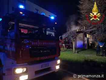 Paura nella notte Incendio in un box, pompieri a Bovisio Masciago - Prima Monza