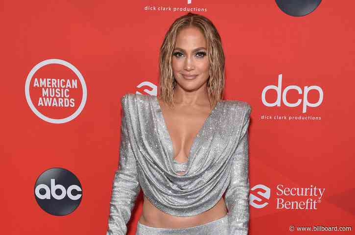 Jennifer Lopez Enjoys Pool Day With Max & Emme in the Dominican Republic: See Pics