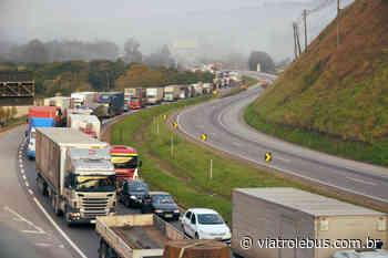Ocorrência interdita pistas da Rodovia Régis Bittencourt em Cajati - Via Trolebus