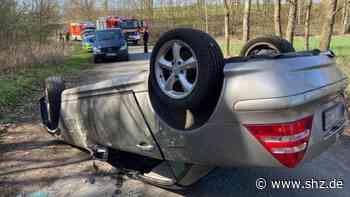 Schwerer Unfall: Autofahrer rammt in Reinfeld Baum und überschlägt sich   shz.de - shz.de