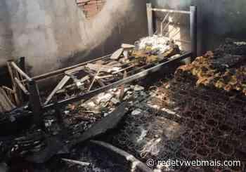 Casa é destruída por incêndio após queda de raio em Iguaba Grande - Rede Tv Mais