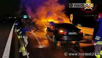 Incendio di un'auto in A28 tra l'uscita di Fontanafredda e Sacile Est - Nordest24.it