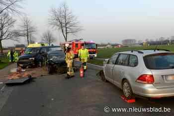Bredaseweg tijdlang afgesloten door ongeval met drie wagens - Het Nieuwsblad
