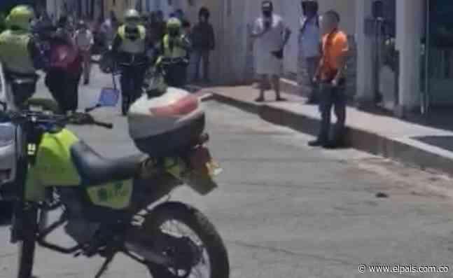 Conmoción en Roldanillo: hombre asesinó a su expareja en la calle y luego intentó quitarse la vida - El País