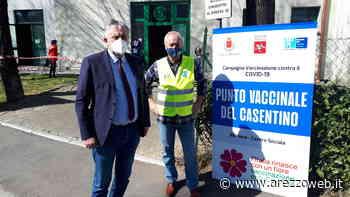 Vincenzo Ceccarelli in sopralluogo al centro vaccinale di Bibbiena - ArezzoWeb