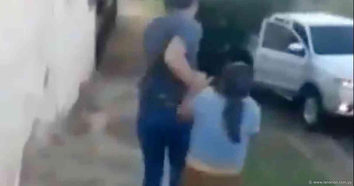 Investigan maltrato a mujer en plena calle de Cambyretá - La Nación.com.py