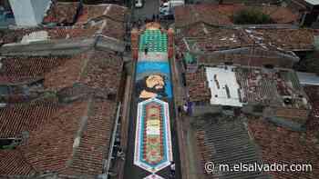 VIDEO: La alfombra más grande de El Salvador, en Sensuntepeque, es un homenaje al personal de Salud - elsalvador.com