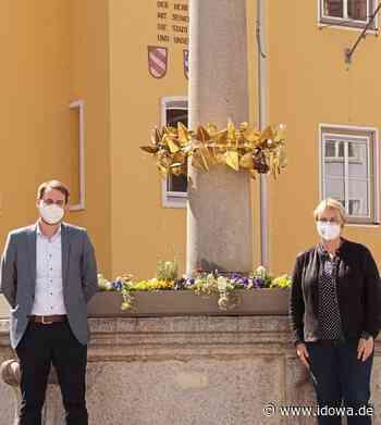Landau an der Isar - Marien- und Sebastiani-Brunnen bereit für die Ostertage - idowa