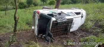 Camioneta se volcó, un fallecido y siete heridos entre Chachagüí y zona rural de Buesaco - Extra Pasto