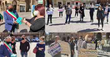 """Tolentino, i commercianti mettono la loro 'vita' in piazza. Pezzanesi: """"o li si aiuta a riaprire o sarà morte"""" (FOTO) - Picchio News"""