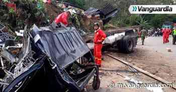 Aparatoso accidente en vía Socorro-Oiba dejó cuatro personas heridas - Vanguardia