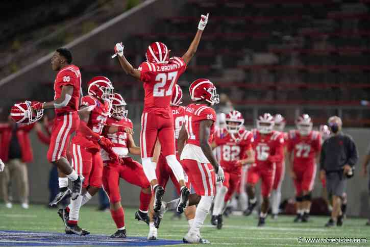 No. 1 Mater Dei holds off No. 2 Servite in Trinity League 'barn burner'