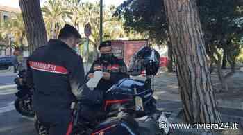 Diano Marina, controlli anticovid dei carabinieri in centro - Riviera24