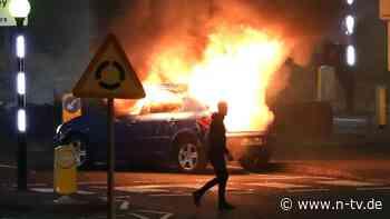"""Krawalle in nordirischer Stadt: Brexit-Streit eskaliert in Nacht des """"Chaos"""""""