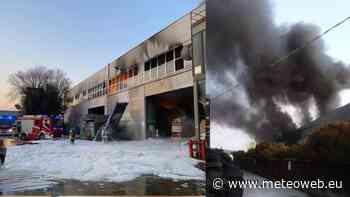 """Grave incendio in un impianto rifiuti a Montebello Vicentino, si alza una nera colonna di fumo: """"Chiudete tutto"""" [FOTO] - Meteo Web"""