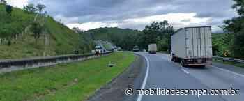 Rodovia Régis Bittencourt fica interditada em Cajati para remoção de veículo acidentado - Mobilidade Sampa