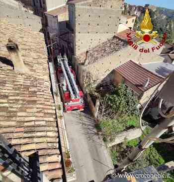 San Mauro Marchesato, alcuni danni causati nella notte dal forte vento - CrotoneOK.it