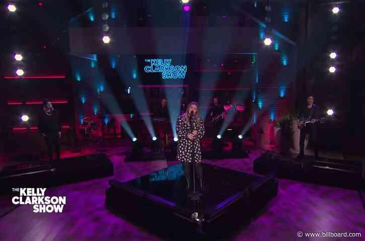Kelly Clarkson Powers Through '3AM' Cover of Matchbox Twenty