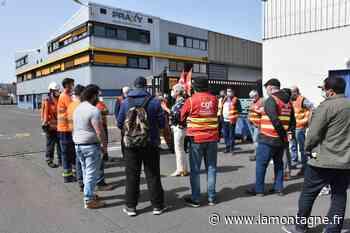 Une manifestation de soutien ce vendredi devant l'entreprise Praxy, à Issoire (Puy-de-Dôme) - La Montagne