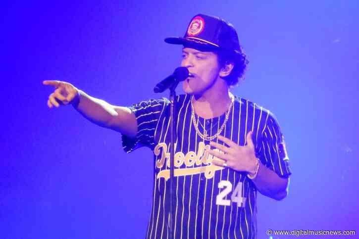 "Fortnite Getting Bruno Mars Emote Set to ""Leave the Door Open"""