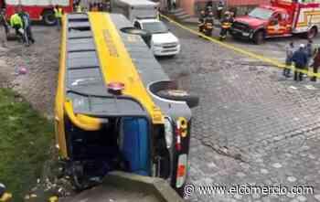 Tres fallecidos en accidente de bus en San Bartolo, sur de Quito - El Comercio (Ecuador)