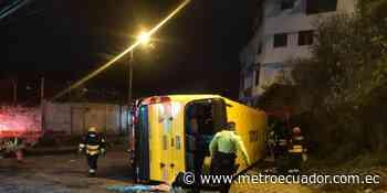 Quito: Un bus escolar se volcó en San Bartolo y dejó tres fallecidos - Metro Ecuador