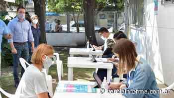 Operativo de vacunación en el Centro de Salud San Eduardo - varelainforma.com.ar