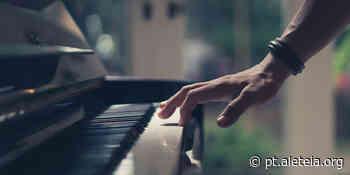 Dois vizinhos e um comovente dueto de piano na pandemia - Aleteia