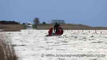 Ostfriesland: Neun Ausflügler auf ehemaliger Bohrinsel eingeschlossen