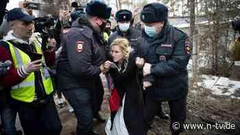 Proteste vor Straflager: Russische Polizei nimmt Nawalnys Ärztin fest