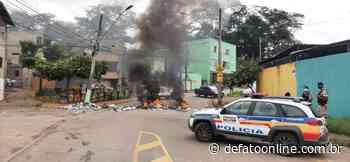 Protesto: moradores queimam sacos de lixo e fecham avenida, em Itabira - DeFato Online