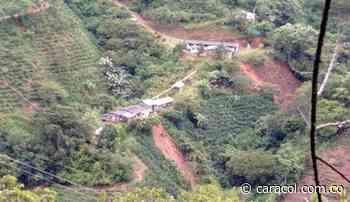 En Betulia ocho deslizamientos bloquean diferentes vías - Caracol Radio