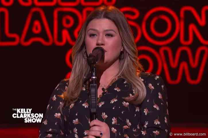 Kelly Clarkson's 'A Broken Wing' Reminds Us of Another 'Idol' Singer's Cover of Martina McBride